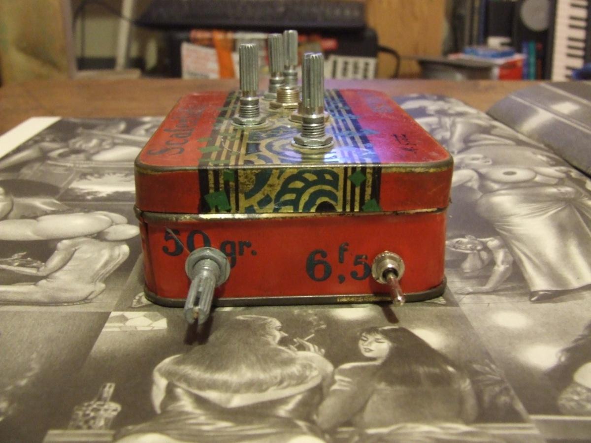http://codelab.fr/up/dscf2944-atari-punk-console-cote-1.jpg